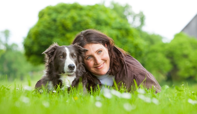 Christiane Rohn mit ihrem Privathund, Border Collie Neam